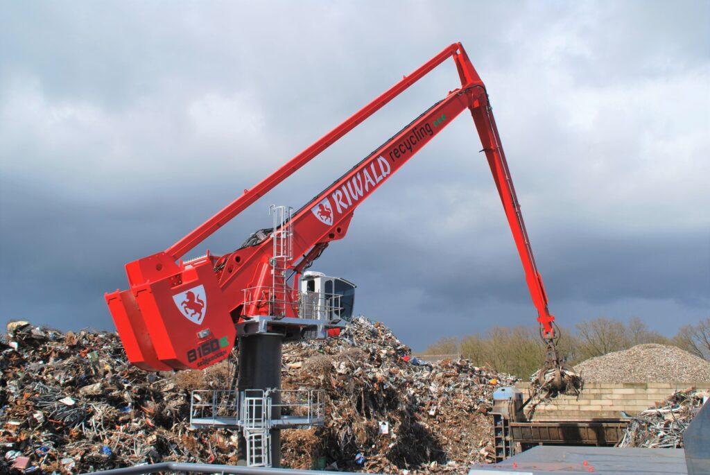 Riwald Recycling maakt gebruik van de Sennebogen 8160 EQ Balanskraan voor efficiënte operations