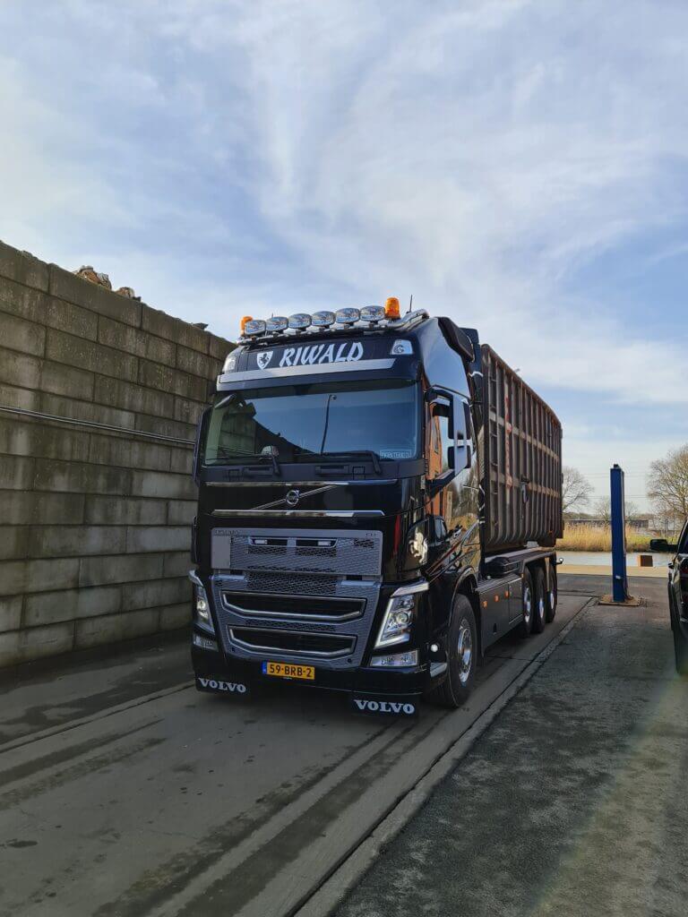riwald recycling vrachtwagen truck volvo dienst containerservice diensten