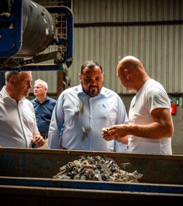 Bonaire werkbezoek recycling riwald metaal
